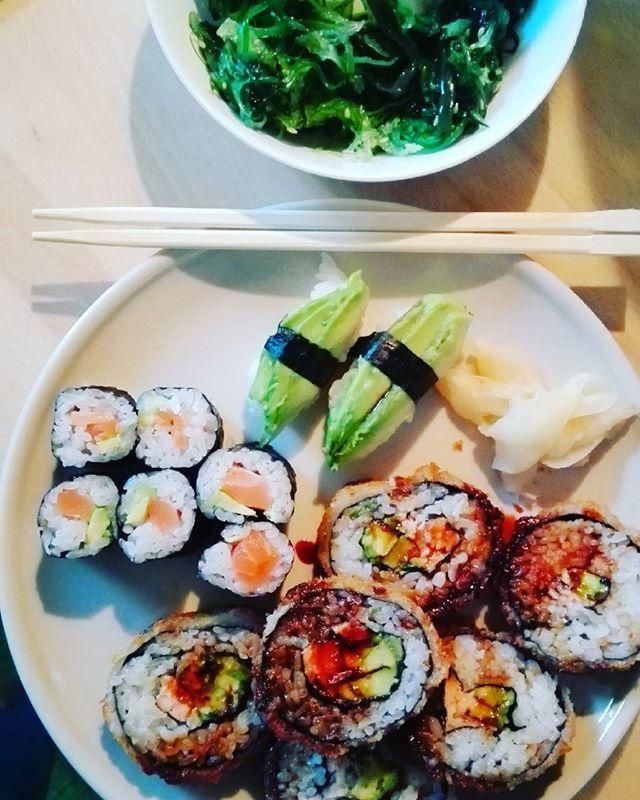 #sushi #seetangsalat #fit #fitness #schlank #gesund #Healthy #lecker #abnehmen #healthfood #food #tasty #bikinifigur #schön #diet #weightloss #instafood #foodlover #eat #foodporn #gesundessen #cleaneating #healthyfood #instablogger #fitfam #foodblogger #bodychange #fresh #foodgasmde #healthylife