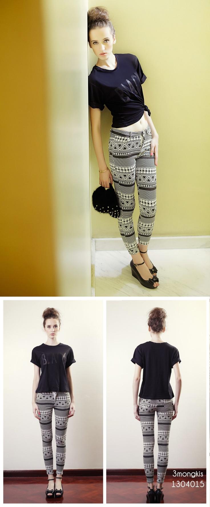 Trending Noir Tshirt + patterned Leggings