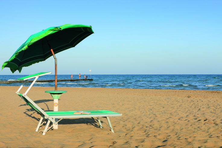 Scopri i servizi dell'Hotel Croce di Malta: piscina e terrazza solarium, internet wifi in tutte le camere, spiaggia privata, area giochi per bambini.