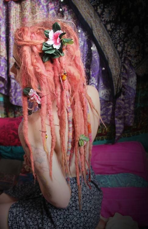 I usually don't like a brightly colored full head of dreads, but this is really lovely