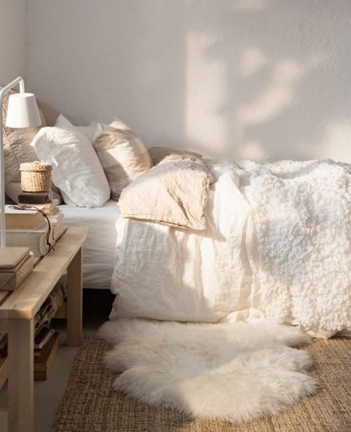 White, pink, wood, and sheepskin. This combination is effortlessly gorgeous in your bedroom.