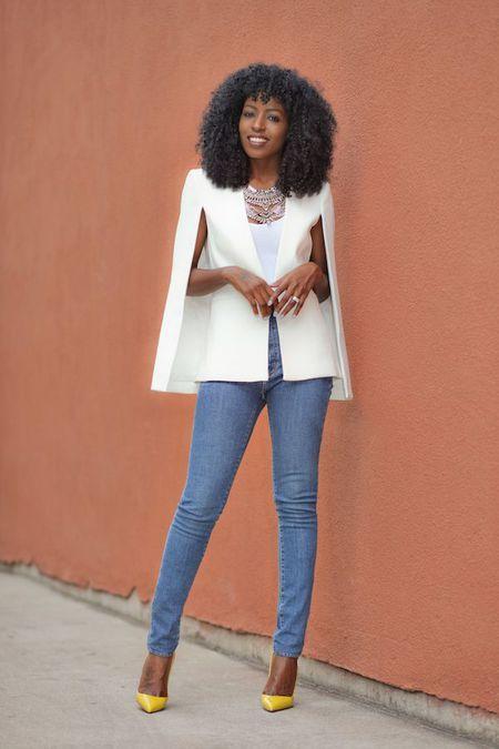 Foto : Tanktop putih, jeans dan juga cape blazer putih, so chic.   Vemale.com, Halaman 2