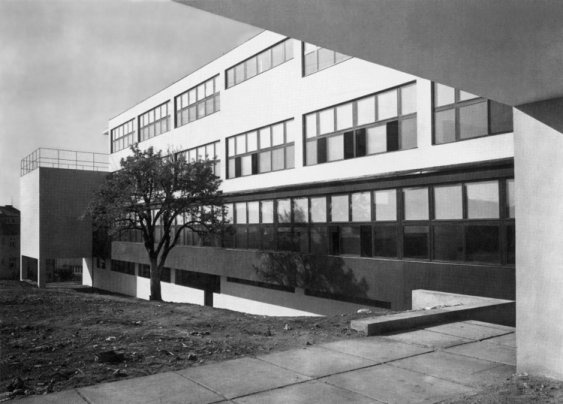 Vesna School for Girls, Brno by Bohuslav Fuchs & Josef Polasek, 1929-30