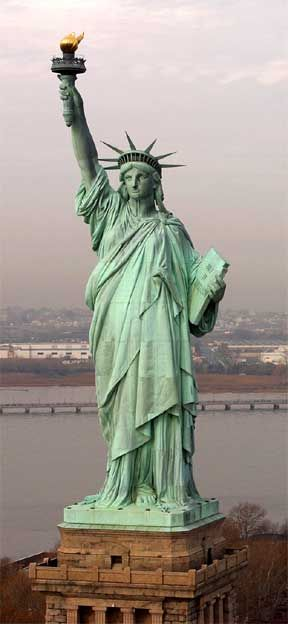 Cadeau de la France aux Etats-Unis - Statue of Liberty - New York   - New-York Surf TV https://nyceuskadisurftv.wordpress.com/