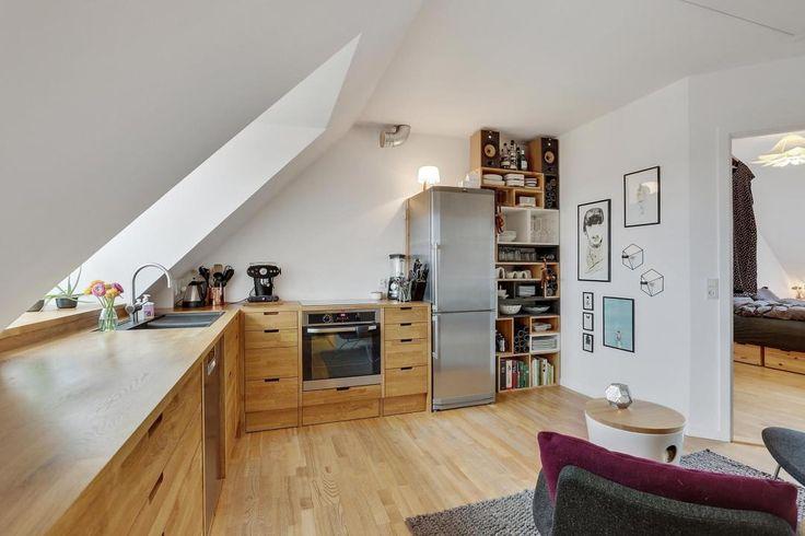Post: Moderna cocina nórdica de madera de roble --> blog decoración nórdica, cocinas danesas, cocinas de madera, cocinas modernas, cocinas nórdicas, cocinas pequeñas, diseño cocinas, diseño interiores, encimeras de madera, Moderna cocina de madera de roble
