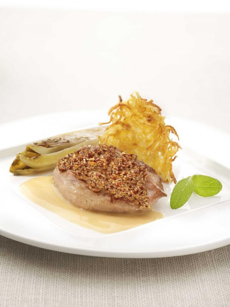 Fazantenfilet met hazelnootjes en een calvadossausje http://njam.tv/recepten/fazantenfilet-met-hazelnootjes-en-een-calvadossausje