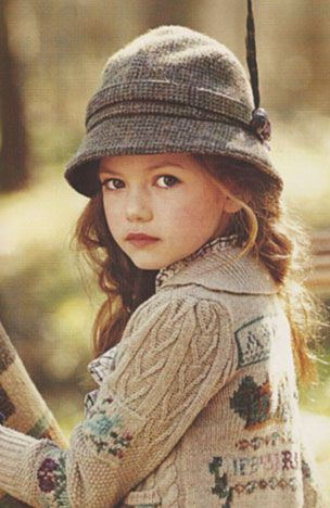 Oh my! This cardigan is just gorgeous for a little girl. Wish I knew who made it or where I could get the pattern for it. <3