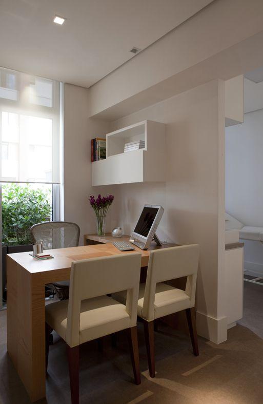 Adriana Pessoa Escritório em casa. Ideia de marcenaria, decoração, design e organização de espaço de trabalho em casa. Home office.