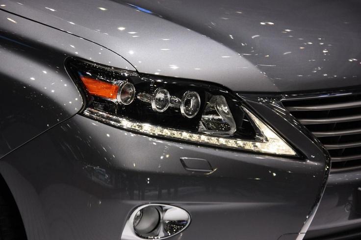 Исполненный в корпоративном стиле Lexus RX и RX F Sport
