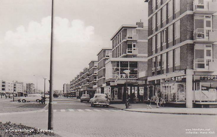 Winkelcentrum Leyweg 2 ansichtkaarten uit de collectie van Hans Klok
