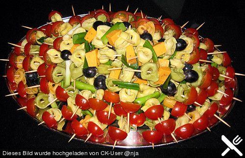 Marinierte Tortellini - Spieße mit Mozarellabällchen und Cherrytomaten