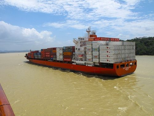 """""""Panama Canal Transit - Two ships passing..."""" vía @Leanne Tamou"""