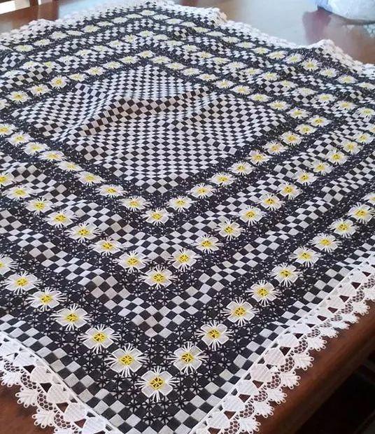 Bordado em tecido xadrez - Toalha (Detalhes sobre o trabalho... Visitar)