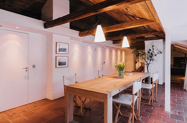 Soluzioni :: Materiali naturali e arredi essenziali per una casa spaziosa e accogliente