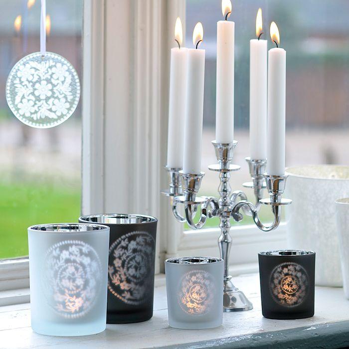 Sublime in orice aranjament decorativ, sfesnicele Insignis se potrivesc perfect atat in casa ta, cat si in mana unui decorator care stie sa le puna in valoare. http://www.insignis.ro/suport-lumanari-decoratiuni/sfesnice