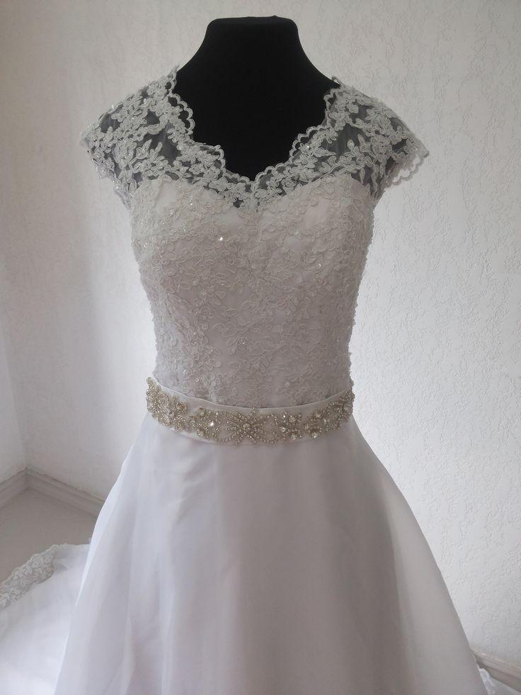 Vestido de Noiva Evasê em Renda e Organza