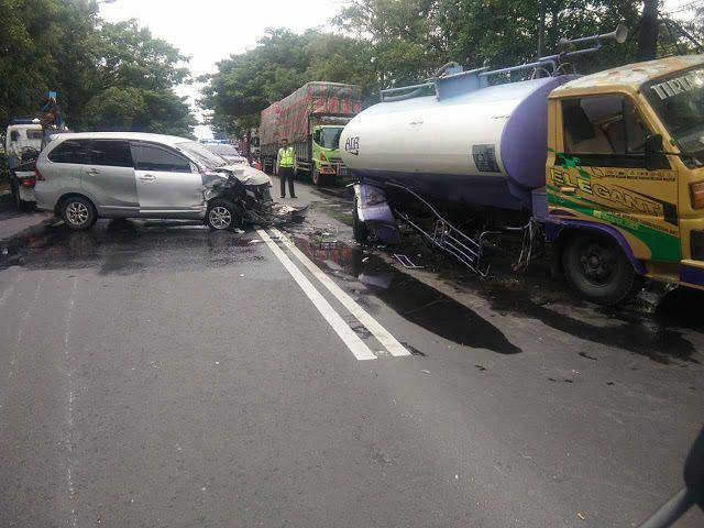 Kronologi Kecelakaan Truk Vs Avanza Di Deket Lamongan Truk Surabaya Mobil