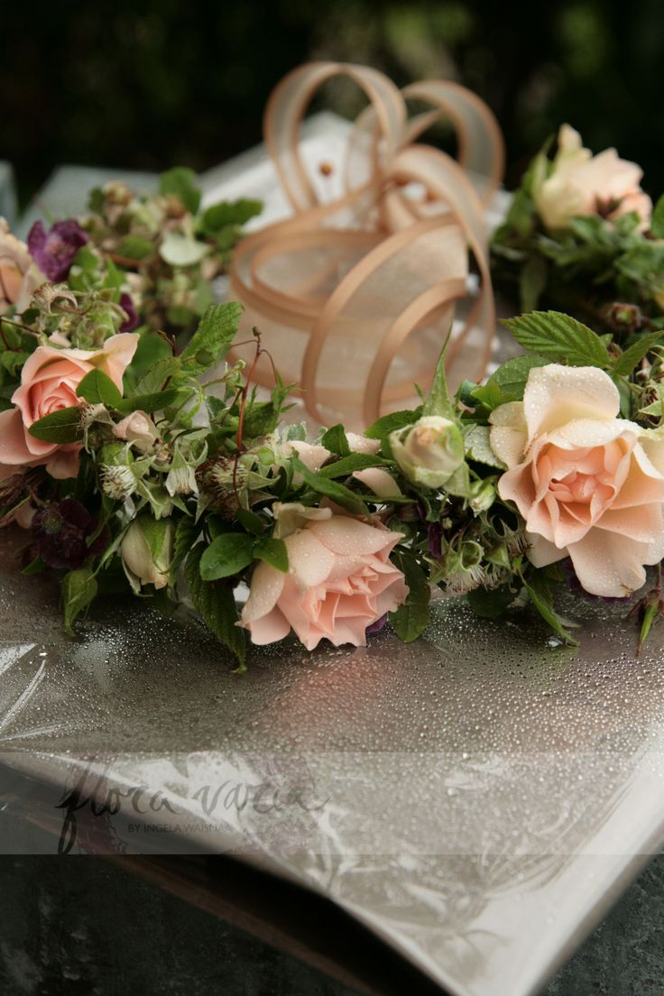 Headpiece for flower girl. Meadow flowers, perennials and small roses. By Ingela Waismaa @Flora varia #headpiece #flowers #wedding #floravaria
