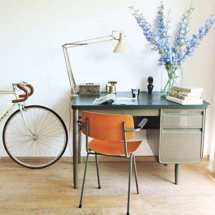 Let's just all move to the Netherlands! Then our workspace will always look this good @dutchlivings #WorkspaceGoals Allons tous vivre aux Pays-Bas pour que notre espace de travail ressemble toujours à ça ! @dutchlivings