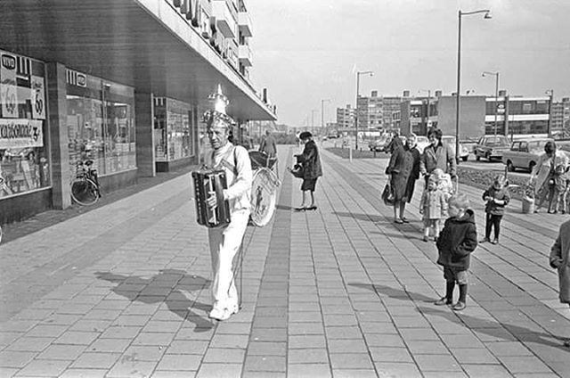 Koperen co 1968. Ik herinner me hem hoofdzakelijk van het Binnenwegplein, voor ter Meulen.