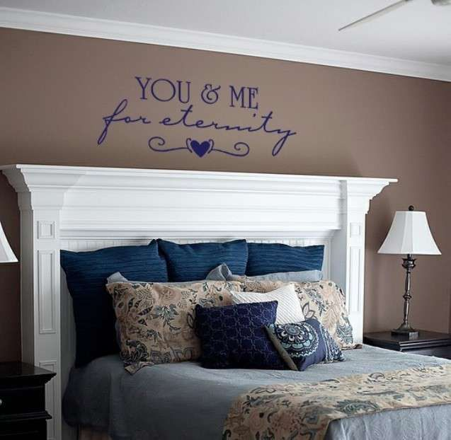 Decorazioni pareti di casa con scritte scritta sopra la testiera