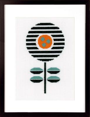 PN-0161611  Broderipakning - Billede - Abstrakt blomst I    Design: Vervaco    Str. 14 x 25 cm.    Broderes med korssting på hvid Aida str. 5,4 tråde pr.cm. efter sort/hvidt tællemønster.