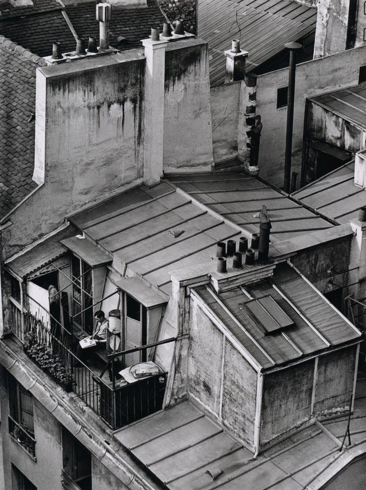 Latin Quarter, Paris photo by André Kertész; On Reading series, 1926