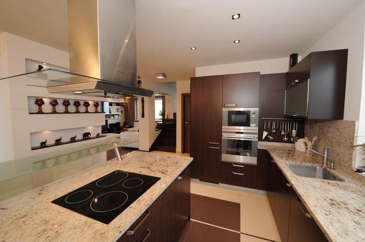 Realizácia povrchovej úpravy stien kuchyne.