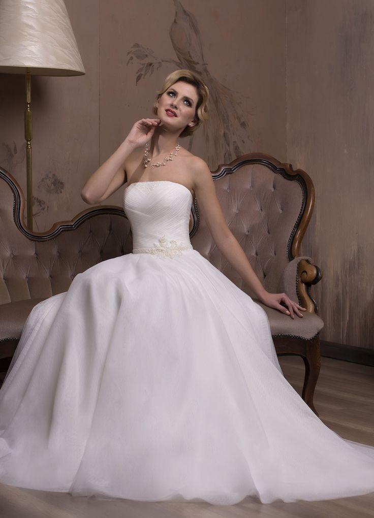 Nádherné svadobné šaty s tylovou padavou sukňou bez ramienok