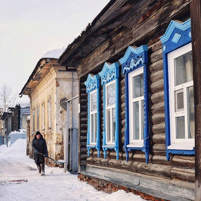 житель Дворянской / a resident of the street Nobiliary ✂_______________________________________________________________ #travel #traveling #travelgram #travelling #travelingram #traveler #travelphotography #architecturelovers #snow #traveltheworld #travelblog #vacation #nature #outdoors #архитектура#building #instatravel #instatraveling #instatrip #kurgan #vscocam #backpacker #tourist #tourism #russia #mytravelgram #kurgan_online #architecture #go #travel #tourism #travelgram #meetingprofs…