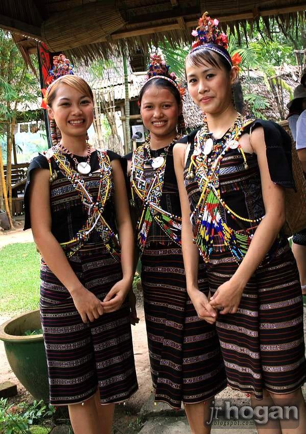 amatuer-women-from-malaysia-small-group