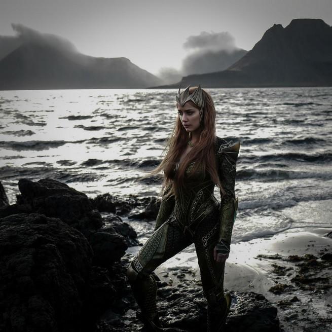 Liga da Justiça - Liberada a primeira imagem oficial de Amber Heard como Mera no filme! - Legião dos Heróis