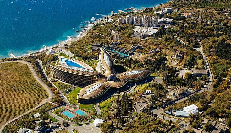 "Проект всемирно известного архитектора Нормана Фостера– Rixos ""Yalta Mriya and Resort 5*"", г. Ялта, АР Крым"