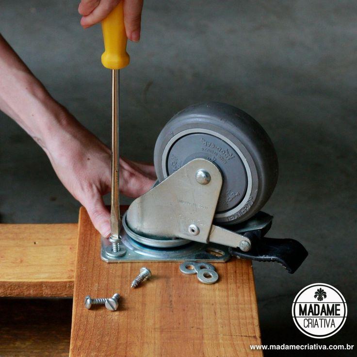 Como fazer mesa de pallet-  Passo a passo com fotos - How to built a pallet table - DIY tutorial  - Madame Criativa - www.madamecriativa.com...