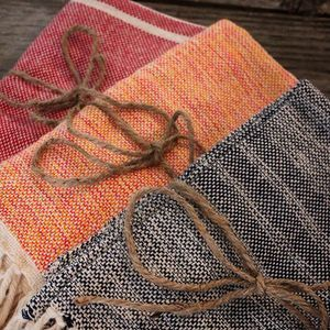 HAND TOWELS |  35$  Designed and woven by Liliam in Nicaragua. Know your artisans :) #handmade #woven #handtowels #LivingThreadsCo #kitchen #bath #shopsmall