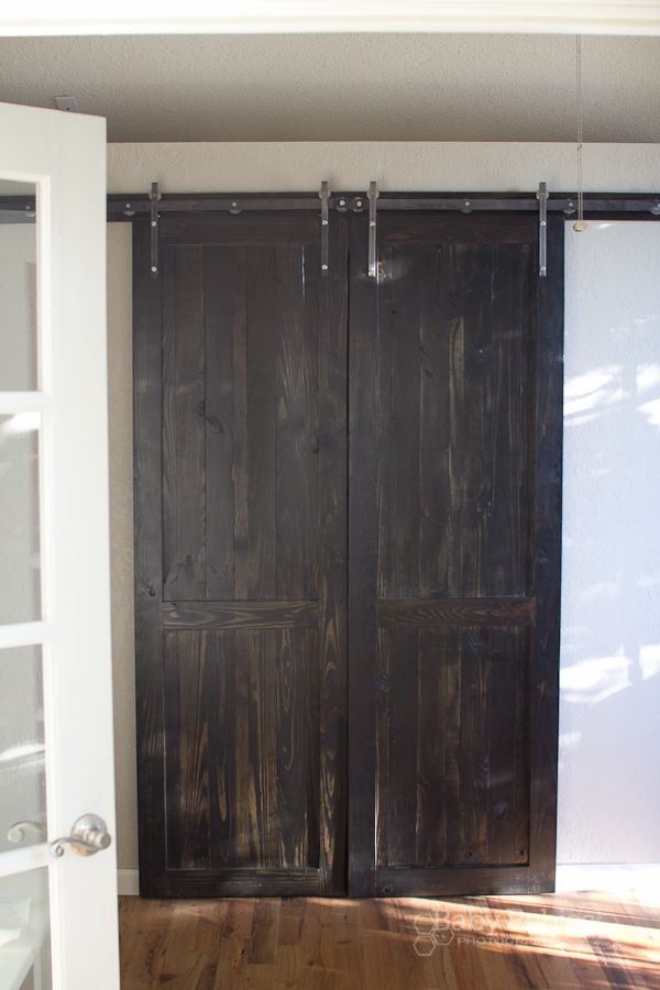 Excellent step-by-step tutorial w pics and plans for making and hanging interior barn doors on the cheap