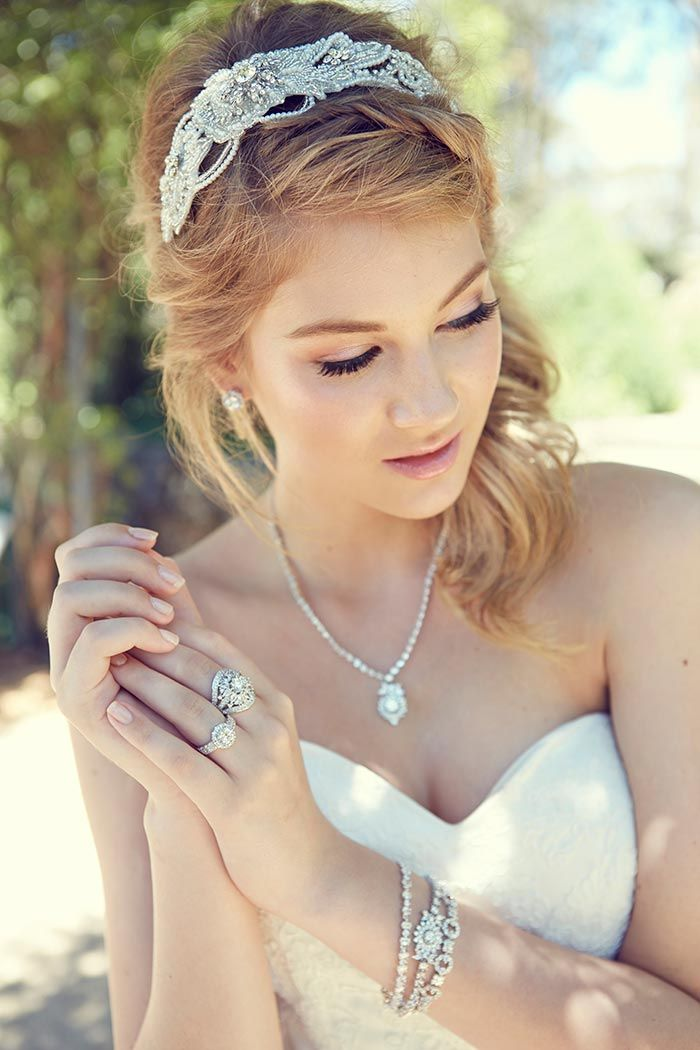 Headpiece and Jewellery by Chrysalini // Featured in 'Love in the Gables' on Modern Wedding, photography by 35mm Fashion Photography #wedding #jewellery