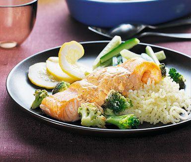 Lax från ugnen med broccoli (fel recept, ska vara broccoli, citron, vårlök, soja)