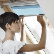Střešní okno VELUX Nové generace  - rolety a žaluzie. Přistiňte si zastiňovací roletou.