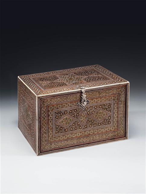 AN INDIAN SADELI-WARE BOX