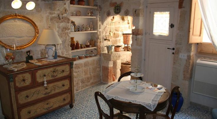 B&B Dei Serafini Polignano a Mare B&B Dei Serafini offers rooms and apartments decorated with stone and tuff features in the historic centre of Polignano a Mare, famous for its pedestrian area and panoramic sea-view points.Bari is 30 km away.