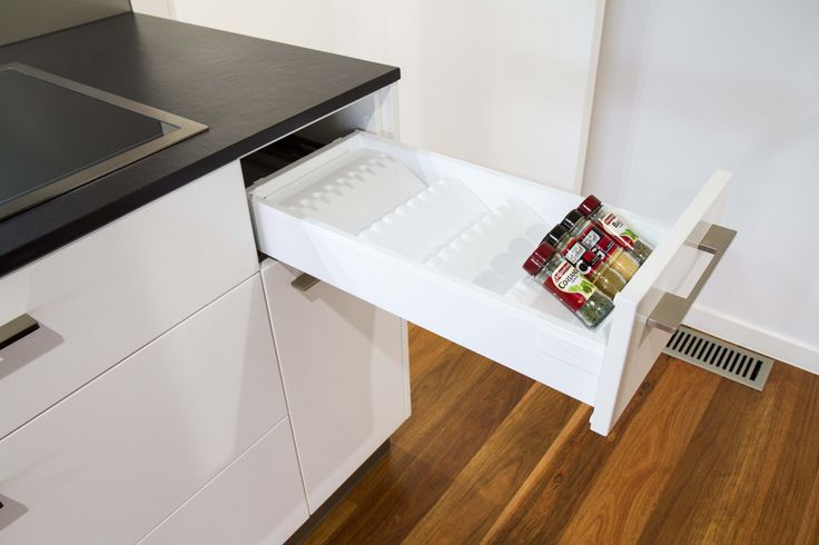 Modern kitchen with butlers pantry in veneer and 2Pac finishes.  www.thekitchendesigncentre.com.au @thekitchen_designcentre