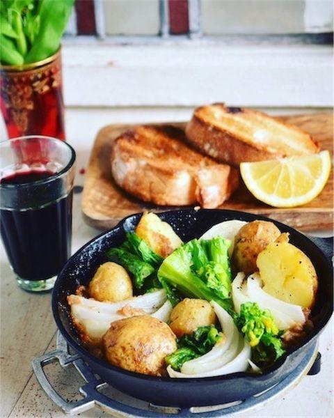 みずみずしい春野菜と    凝縮されたツナ缶の旨味が絡まって、    簡単だけど美味しい    ワインのおつまみにオススメですっ!