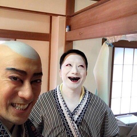 Having a talk time with Ennosuke san. Sharing what is going on each other, Ennosuke san gives me a big smile. … 猿之助さんとトークタイム。 近況を語り合って笑っとります笑 … #市川海老蔵 #海老蔵 #成田屋 #歌舞伎  #市川猿之助 #猿之助 #ebizoichikawa #ebizo #abkai #kabuki #thunderparty #theater #theaterarts #japan #classic #instagram