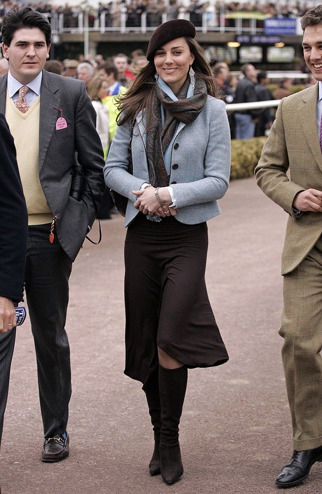 For the next day of the festival, Kate went for a mix of blues and browns, wrapping it up with a pretty scarf and beret. via StyleList