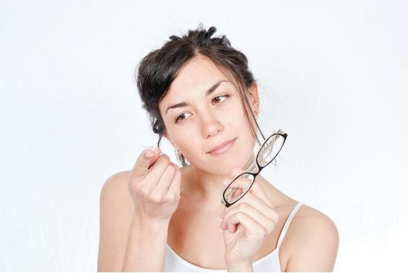 The fashion and style of contact lenses and glasses