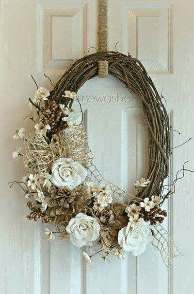 Oval natural whites wreath