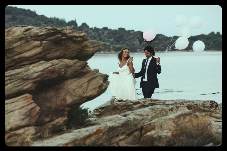 After Wedding #wedding #afterwedding #groom #bride #balloons #bythesea