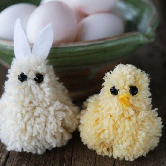 Pipoissa on joskus tupsu, mutta tupsuista voi tehdä paljon muutakin. Tässä tehtävässä niistä askarrellaan suloiset pääsiäistipu ja -pupu pääsiäisen iloksi. Tupsueläimet ovat hauskoja persoonallisuuksia! Lisäämällä tupsuihin korvat, silmät, hännän, nokan ja mitä ikinä haluatkin, voit tehdä monenlaisia erilaisia eläimiä.