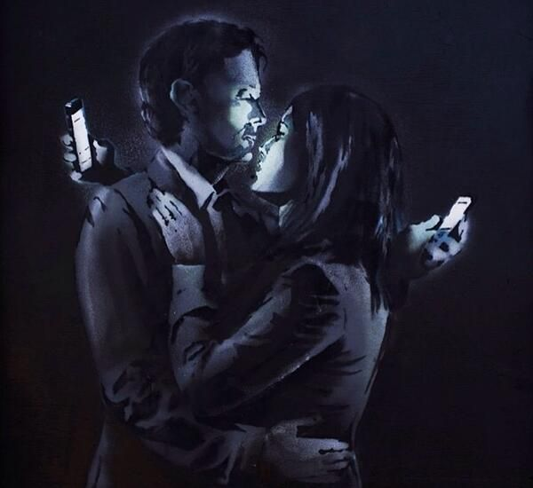 Banksy's Mobile Lovers is valued at $670,000 on Antiques Roadshow.. http://artnt.cm/1hrQUbv pic.twitter.com/DcZi7cTe0v